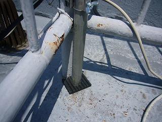 アンテナでの屋上防水面保護