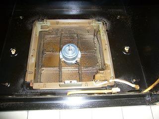 専用コネクターなので市販の換気扇は取り付きません