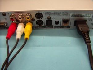 電源ケーブルとビデオケーブルの仮接続